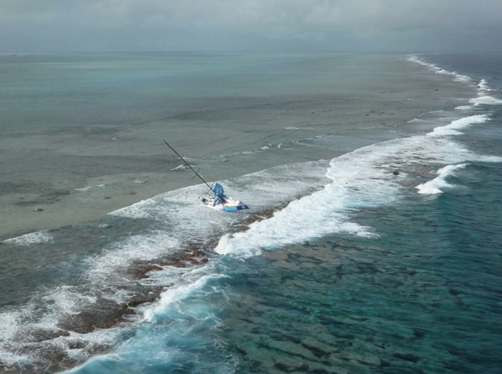 On Saturday, November 29, Team Vestas Wind«s boat grounded on the Cargados Carajos Shoals, Mauritius, in the Indian Ocean. Fortunately, no one has been injured.